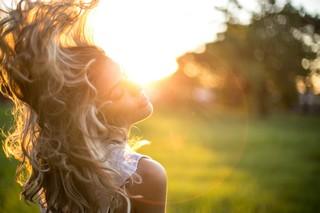 Comment réparer les dégâts causés par le soleil et prendre soin de votre peau?